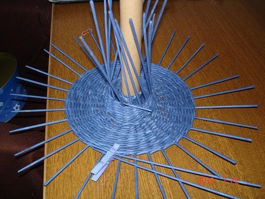 Плетение фруктов из газетных трубочек