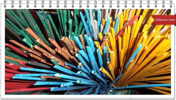 Двухцветное спиральное плетение из газет