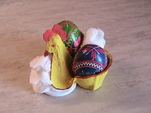 Петух - подставка для яиц из яичных лотков